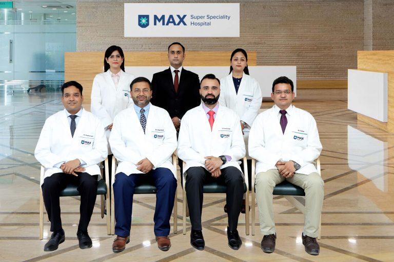 Dr. Vivek Bindal Max Vashali robotic and bariatric surgeon Team